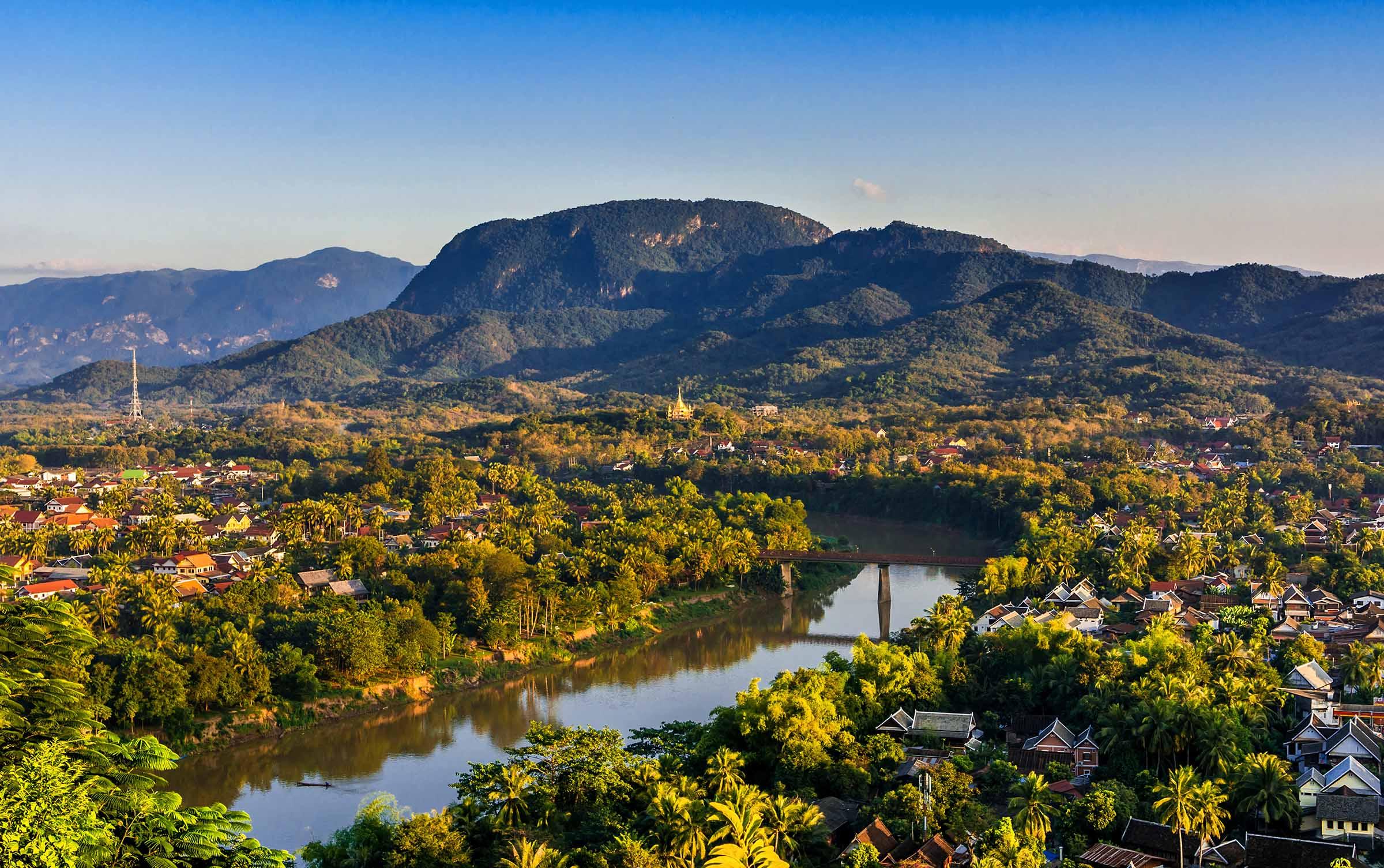 Blick vom Hausberg auf den Mekong